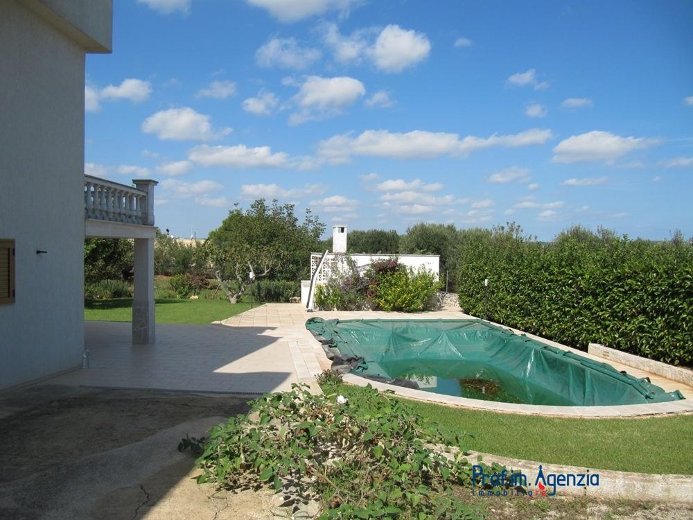 Vendita ville con piscina ostuni villa con piscina localit agro di ostuni - Villa con piscina ...