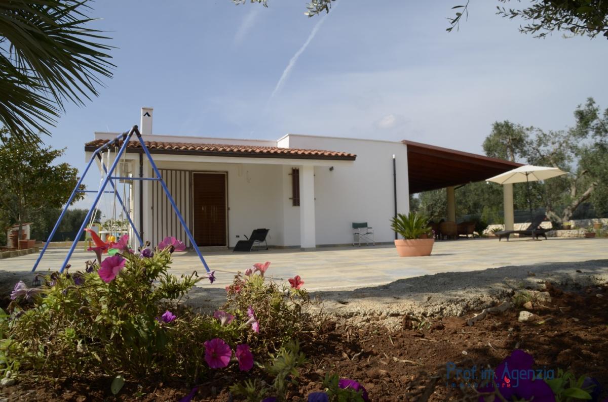 Casa vacanza ville con piscina ostuni villa con piscina for Piani di casa con guest house annessa