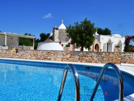 Very beautiful restored complex of trulli and lamia