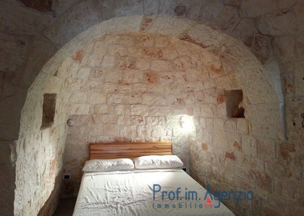 Sale Country houses Ostuni - Wonderful restored country house with trullo with 3 cones Locality Agro di Ostuni