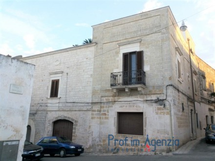 Independent house a few 50 meter to the place, with a garden of 480 sqm