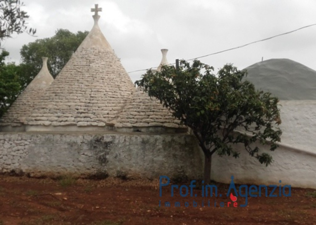 Sale Trulli to be restored/expanded Ceglie Messapica - Wonderful complex of trulli and lamia located in Ceglie Messapica  Locality Agro di Ceglie Messapica