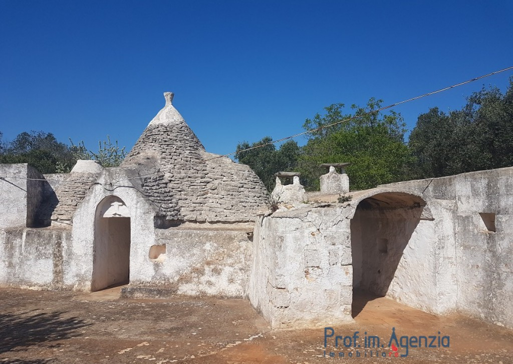 Sale Trulli to be restored/expanded Ceglie Messapica - Complex of trulli and lamie Locality Agro di Ceglie Messapica