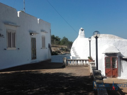 Sea view trullo with country house