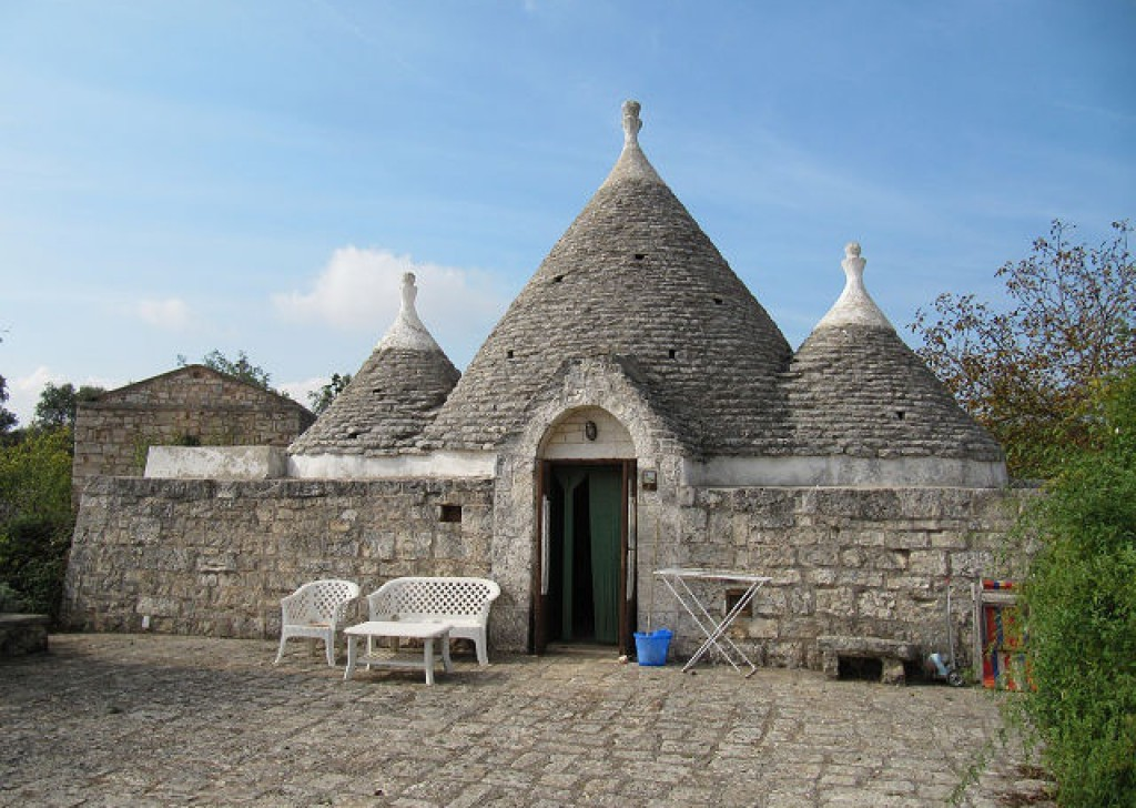 Sale Manor farms Ceglie Messapica - Manor farm of 1700 with trullo Locality Agro di Ceglie Messapica
