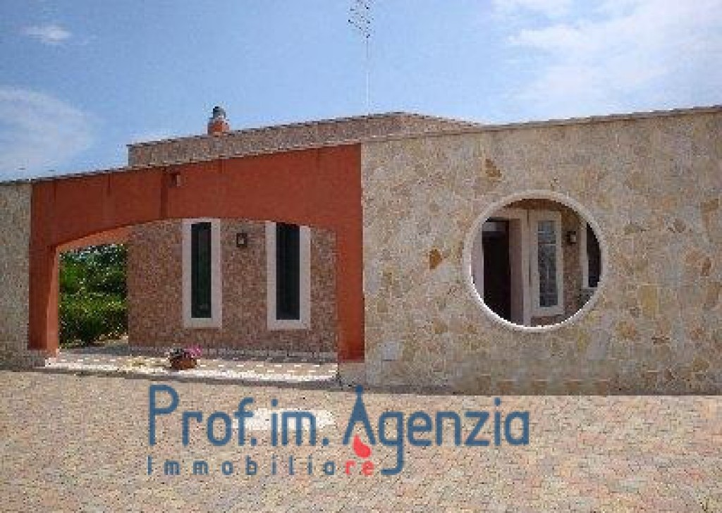 Sale Country houses S. Vito dei N. - Very beautiful villa composed of 2 flats,each one of about 120 sq m Locality Agro di San Vito dei Normanni