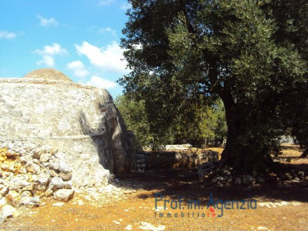 Interesting trullo with a cone and three alcoves