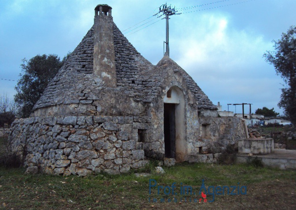 Sale Trulli to be restored/expanded S. Vito dei N. - Beautiful trullo with 4 cones Locality Agro di San Vito dei Normanni