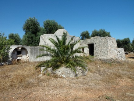 Beautiful complex of trullo and lamia with lamia
