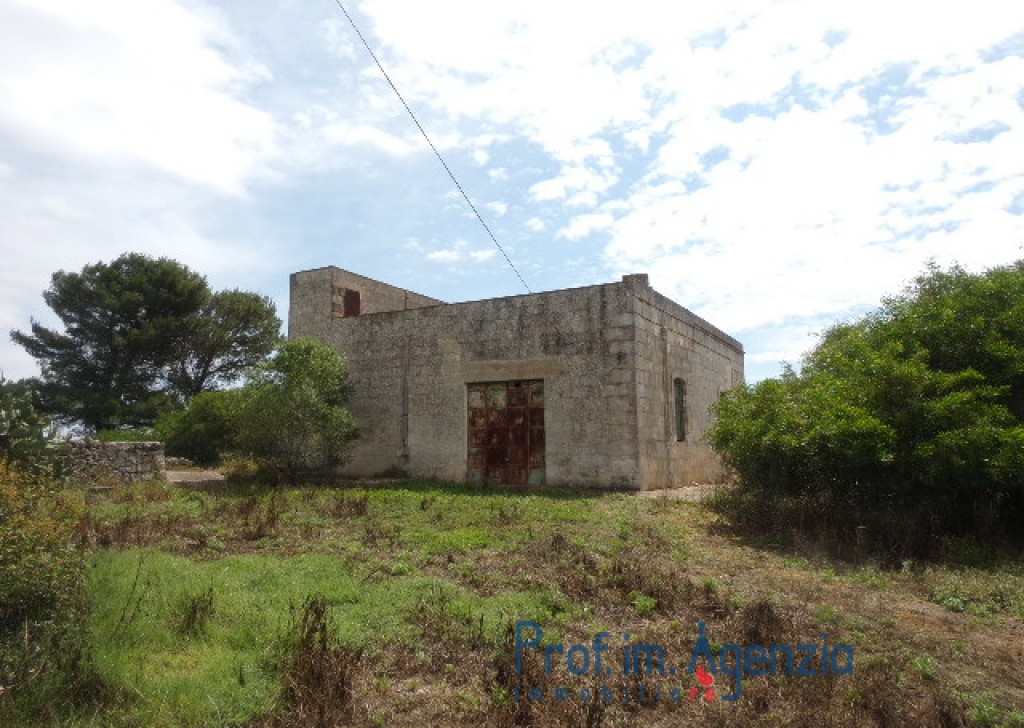 Sale Farm houses Ostuni - Beautiful farmhouse in the land of Ostuni Locality Agro di Ostuni