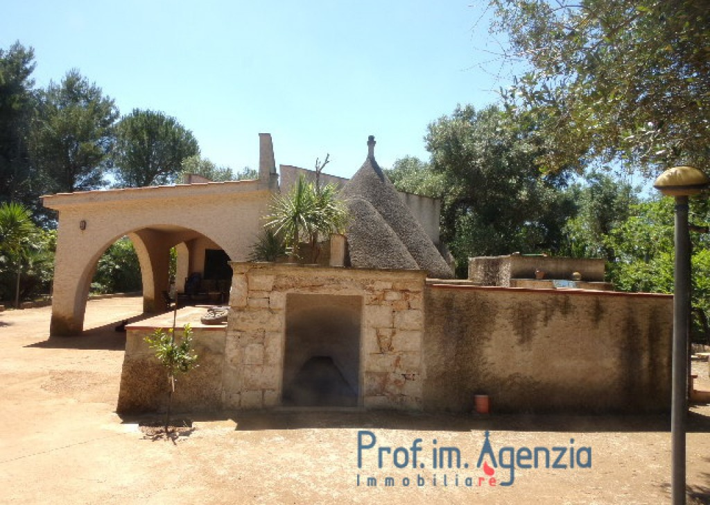 Sale Country houses Ostuni - Wonderful country house with roofed patio and trullo Locality Agro di Ostuni