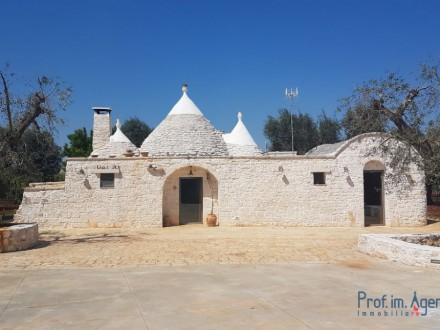 Beautiful trullo in the country house with swimming pool