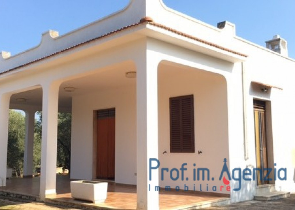 Sale Country houses Ostuni - Beautiful country house located in a good area Locality Agro di Ostuni