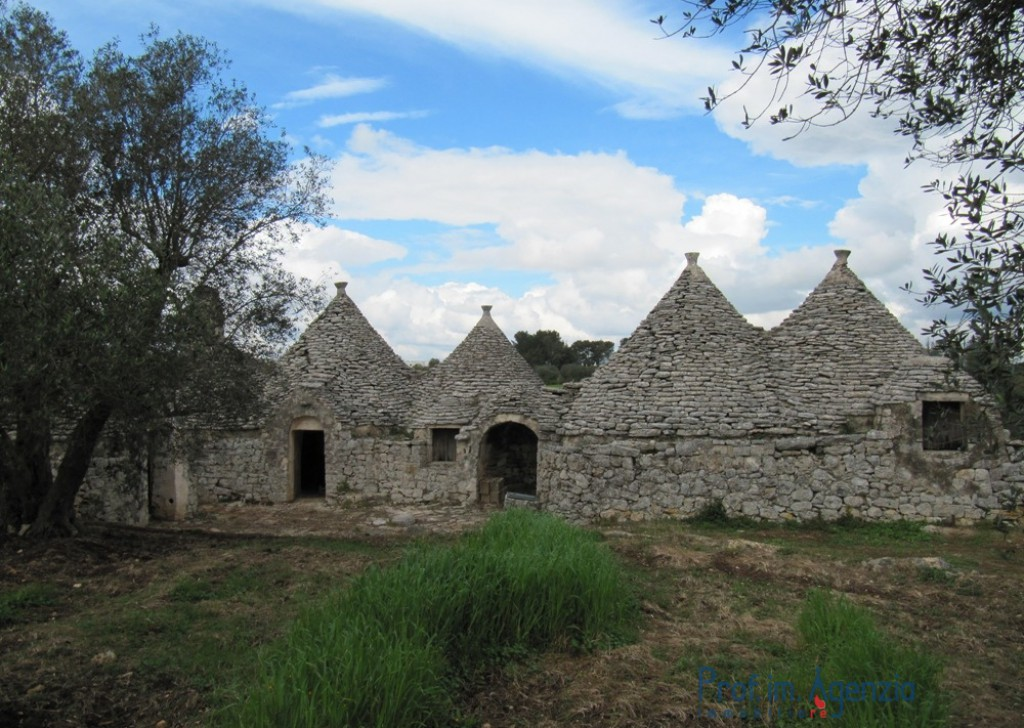 Sale Trulli to be restored/expanded Martina Franca - Original Complex of truli with courtyard Locality Agro di Martina Franca
