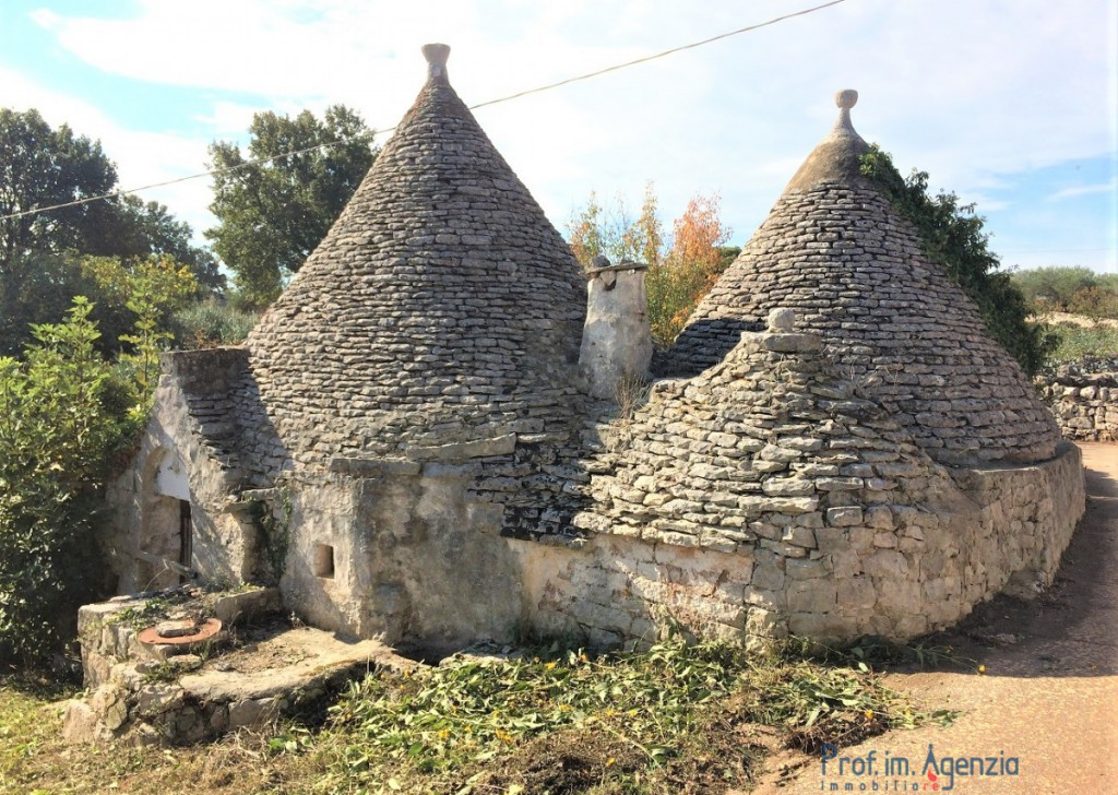Sale Trulli to be restored/expanded Cisternino - Complex of trulli and lamias Locality Agro di Cisternino