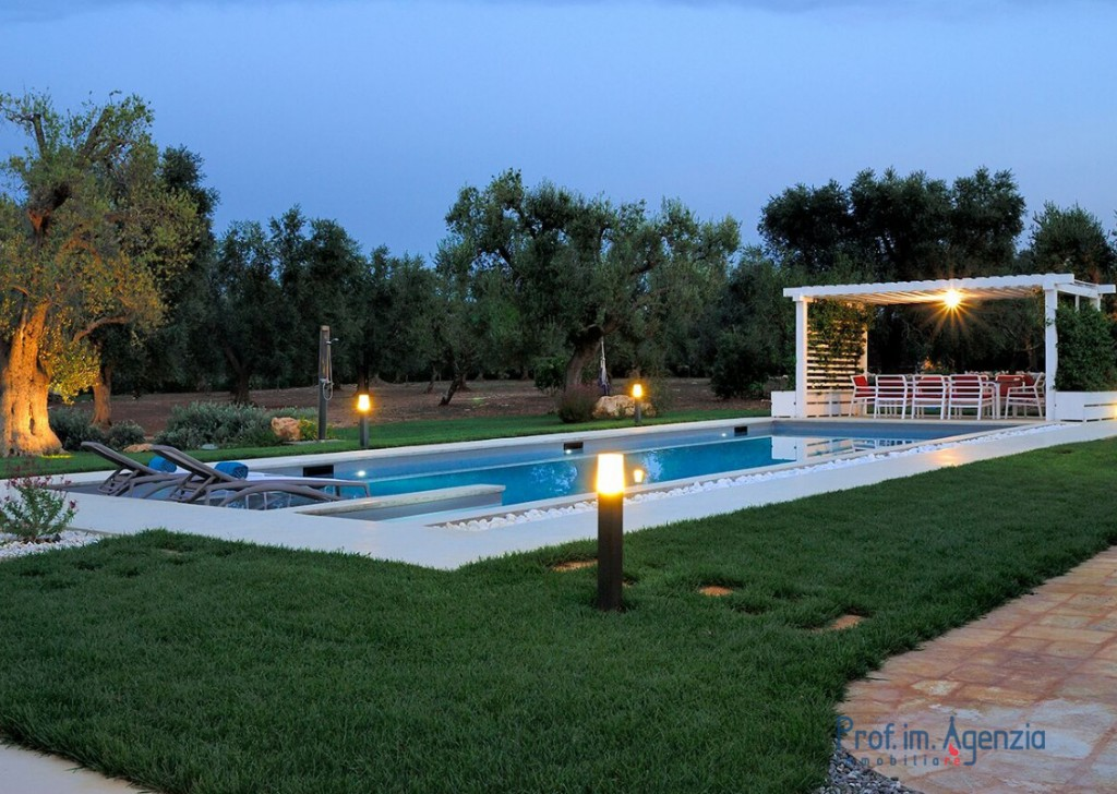 Sale Houses with swimming pool S. Vito dei N. - Villa with trulli and pool Locality Agro di San Vito dei Normanni