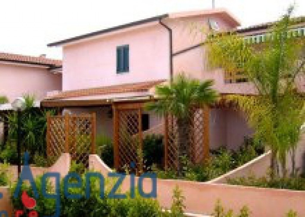 Sale Seaside houses VIllapiana Lido  - Beautiful villa on the beach at first floor of a comfortable village Locality Marina di Villapiana Lido