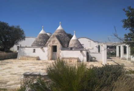 Complex of trulli and lamie