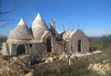 Trullo and lamie complex with sea view