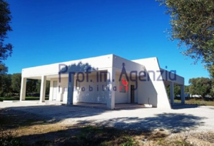 Newly built villa in the countryside just 1 km from the town